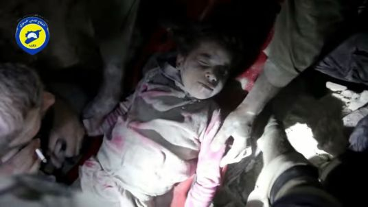 syrian girl pulled from rubble