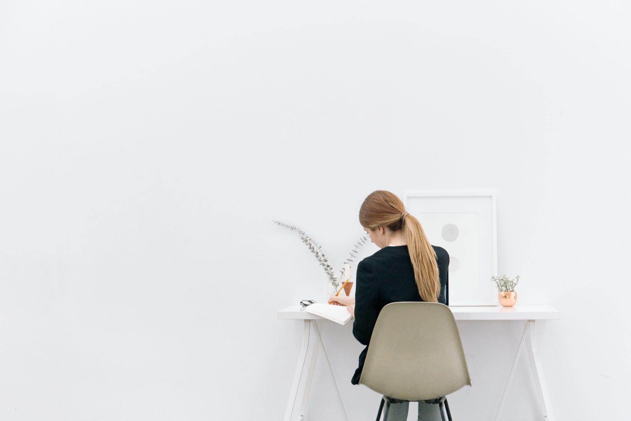 women_better_business_leaders
