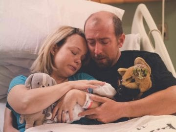 parents_with_still_born_baby