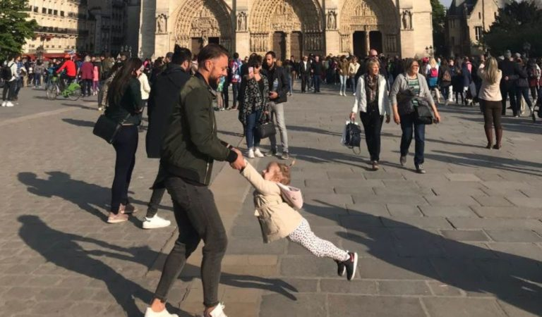 Mission to unite 'dad and daughter' with Notre-Dame photo goes viral